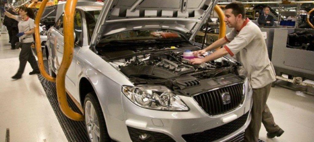 Más de la mitad de las empresas de automoción en España despedirán en 2021, según KPMG
