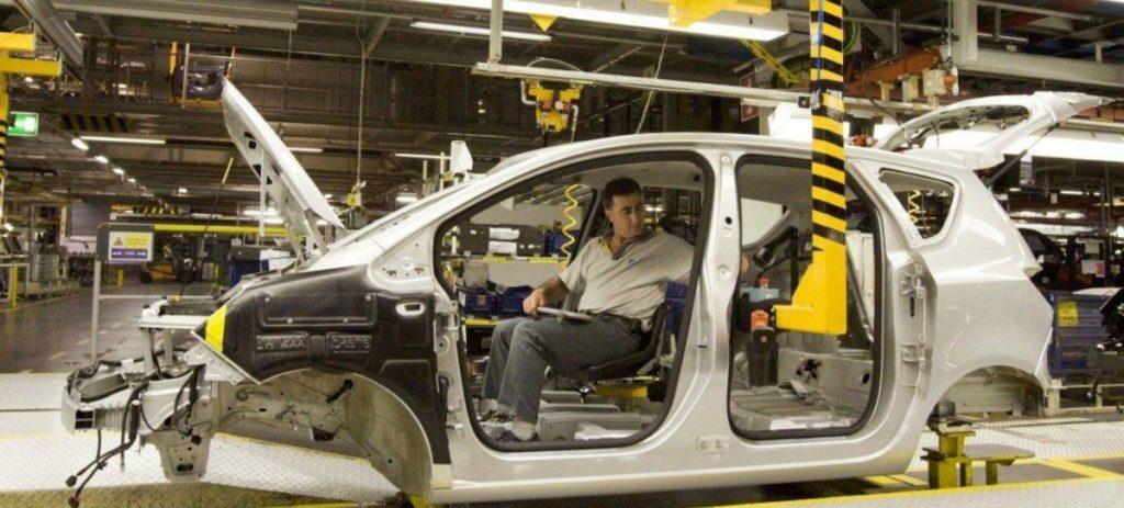 Stellantis/PSA-Opel, Mercedes, Seat… los fabricantes vuelven a parar la producción de automóviles en España