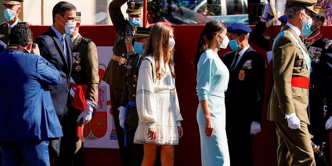 Sánchez no evita, pese a su ajuste de hora, los abucheos y pitidos en el desfile de la Fiesta Nacional